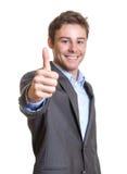 Giovane uomo d'affari che mostra pollice Fotografia Stock