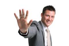 Giovane uomo d'affari che mostra una palma aperta fotografie stock libere da diritti