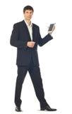 Giovane uomo d'affari che per mezzo di un calcolatore del ridurre in pani Fotografia Stock
