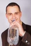 Giovane uomo d'affari con acqua immagini stock