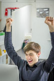 Giovane uomo d'affari felice Immagini Stock