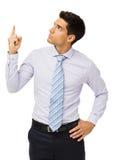 Giovane uomo d'affari Pointing Upwards Fotografie Stock