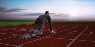 Giovane uomo d'affari pronto a correre e fare concorrenza al campo Immagine Stock Libera da Diritti