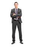 Giovane uomo d'affari sicuro in un vestito grigio fotografie stock libere da diritti