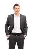 Giovane uomo d'affari sicuro in un vestito nero fotografia stock