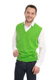 Giovane uomo d'affari soddisfatto in maglione verde isolato. Fotografie Stock