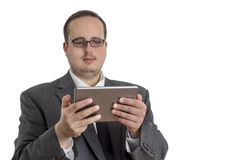 Giovane uomo d'affari in vestito con il computer della compressa Immagine Stock Libera da Diritti