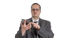 Giovane uomo d'affari in vestito con il computer della compressa Fotografia Stock Libera da Diritti