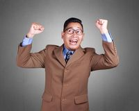 Giovane uomo d'affari Winning Gesture fotografie stock