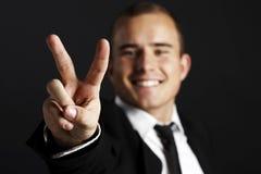 Giovane uomo di affari sul nero Fotografia Stock Libera da Diritti