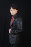 Giovane uomo indiano che osserva con il confidance Fotografia Stock