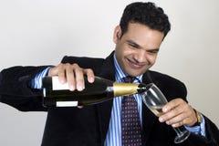 Giovane uomo indiano di affari che celebra successo Fotografia Stock