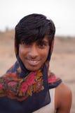 Giovane uomo indiano gaio vicino a Karauli in India fotografia stock