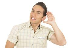 Giovane uomo ispanico bello che posa ascolto Fotografia Stock