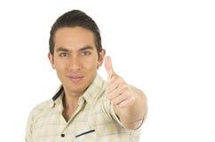 Giovane uomo ispanico bello che posa con il pollice su Fotografia Stock Libera da Diritti
