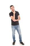 Giovane uomo ispanico che posa con le armi attraversate Fotografie Stock Libere da Diritti