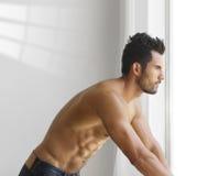 Giovane uomo muscolare Fotografia Stock Libera da Diritti