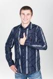 Giovane uomo sorridente Fotografie Stock Libere da Diritti