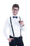 Giovane uomo sorridente felice con vino rosso, isolato su bianco Fotografia Stock Libera da Diritti