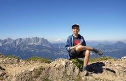 Giovane viandante sulle montagne di Kitzbuhel, Tirolo Immagini Stock Libere da Diritti