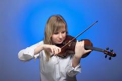 Giovane violinista femminile Fotografia Stock Libera da Diritti