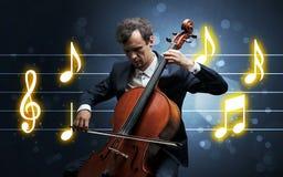 Giovane violoncellista con lo strato di musica immagini stock libere da diritti