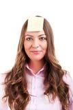Giovane woma con la nota appiccicosa gialla Fotografia Stock Libera da Diritti