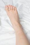 Giovane woman& x27; piede nudo di s Immagine Stock Libera da Diritti