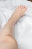 Giovane woman& x27; piede nudo di s Immagine Stock