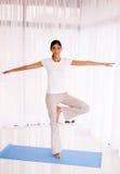 Giovane yoga indiana della donna Fotografia Stock