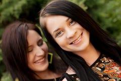 Giovani adulti Due giovani donne Fotografie Stock Libere da Diritti