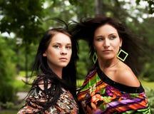 Giovani adulti Due giovani donne Immagini Stock Libere da Diritti