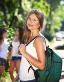 Giovani allievi felici all'aperto Fotografia Stock Libera da Diritti