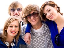 Giovani amici felici Fotografia Stock Libera da Diritti