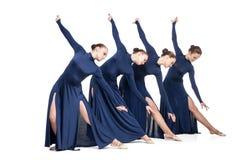 Giovani ballerini che ballano sopra il backgroud bianco Fotografia Stock Libera da Diritti