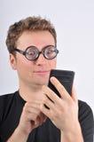 giovani bizzarri dell'uomo della holding del calcolatore immagini stock libere da diritti