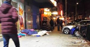Giovani che vivono e che dormono sulle vie a Amburgo, Germania Immagine Stock