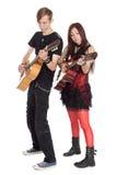 Giovani chitarre del gioco dei musicisti Immagini Stock Libere da Diritti