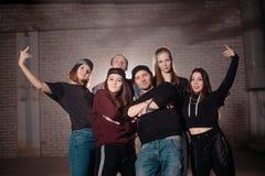 Giovani in clothers casuali all'aperto Fotografie Stock Libere da Diritti