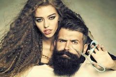 Giovani coppie alla moda immagini stock libere da diritti