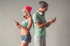 Giovani coppie alla moda Fotografia Stock