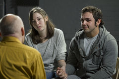 Giovani coppie alla terapia delle coppie Immagini Stock