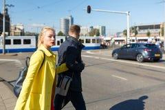 Giovani coppie a Amsterdam fotografia stock