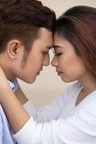 Giovani coppie asiatiche fotografie stock libere da diritti