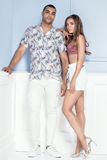 Giovani coppie attraenti che posano insieme nello studio Fotografia Stock Libera da Diritti