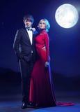 Giovani coppie attraenti sul partito di sera Fotografie Stock