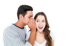 Giovani coppie che dividono un segreto Fotografie Stock Libere da Diritti