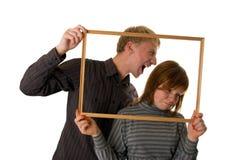 Giovani coppie che propongono e che giocano i trucchi Fotografie Stock Libere da Diritti