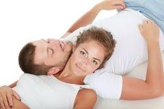 Giovani coppie che si trovano insieme sul pavimento Fotografia Stock