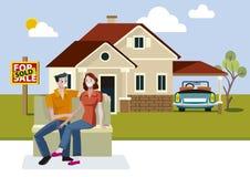 Giovani coppie con la nuova casa Immagini Stock Libere da Diritti